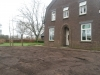 Het oude gras verwijderd en 3 bomen verzet